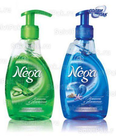 Жидкое мыло с нанесенной самоклеющейся этикеткой